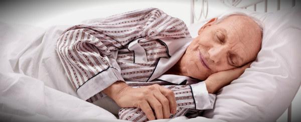 дедушка спит