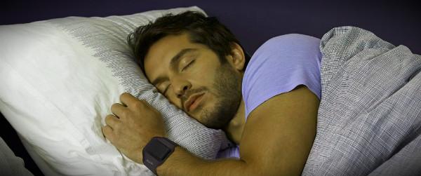 мужчина крепко спит