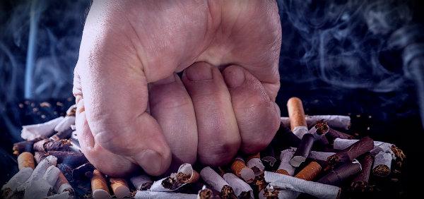 давит сигареты