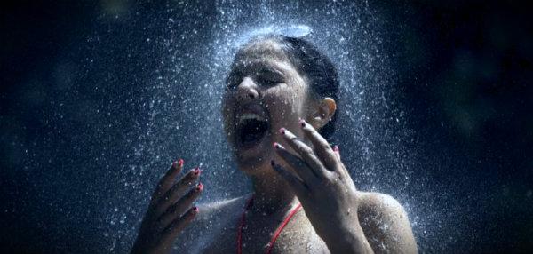 девушка под холодным душем