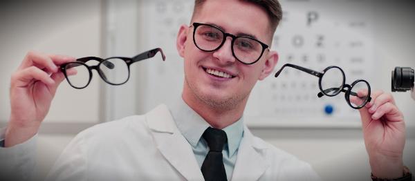 офтальмолог выбирает очки