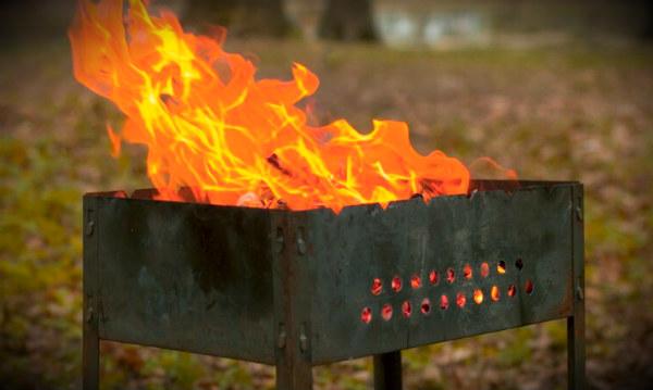 мангал с огнем