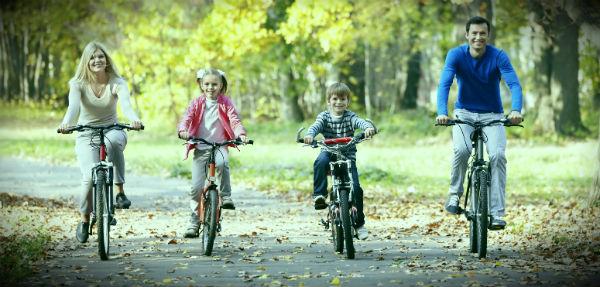всей семьей на велосипедах