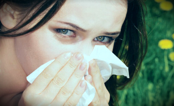 аллергия у девушки летом