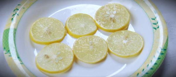 лимончики на тарелке