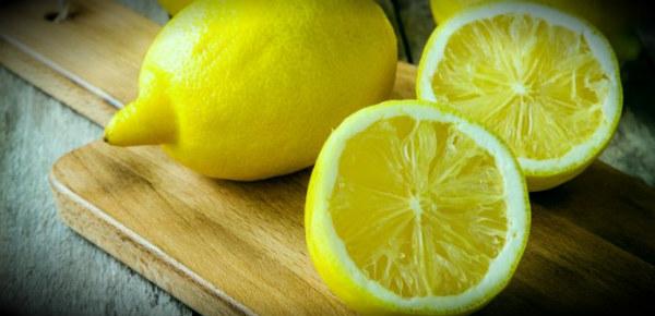 лимоны на доске
