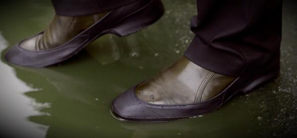 туфли в луже