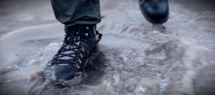 опасность сырой обуви