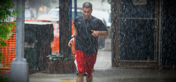 мужик попал под дождь