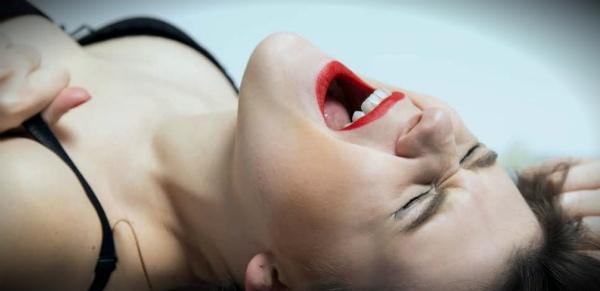 девушке больно во время секса