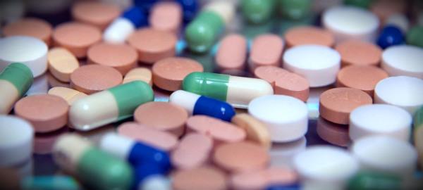 горсть таблеток антибиотиков